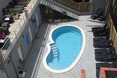 Solarium avec piscine chauffée